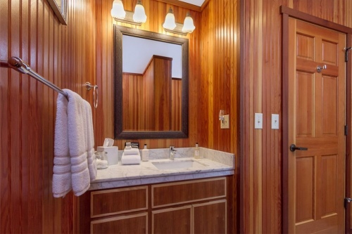 SI-room-204-bath