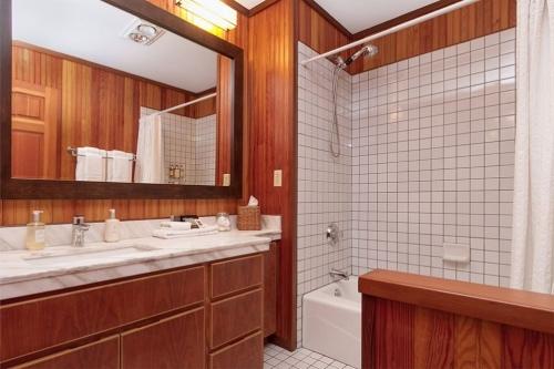 SI-room-218-bath