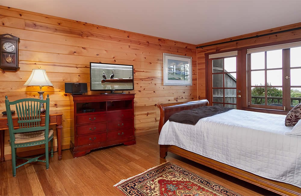 mendocino coast bed and breakfast with ocean views, fireplace and large screen TV - queen bed