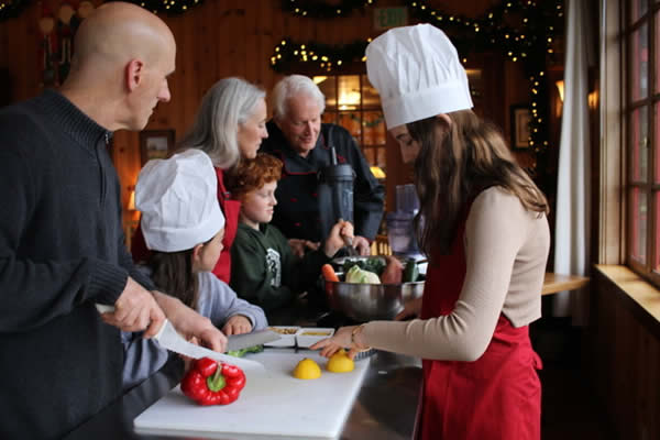 mendocino vacation packages: family cooking together
